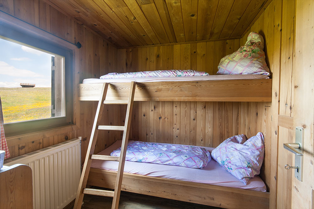 Schlafzimmer in unserer Almhütte auf der Seiser Alm
